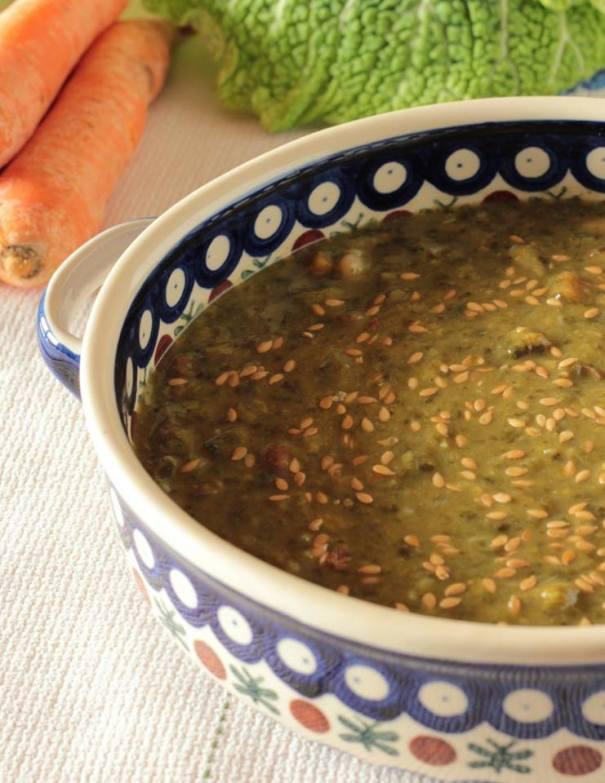 Zuppa di cavolo nero e semi di lino